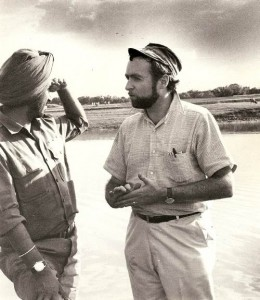 Sydney Schanberg with Indian army officer during the war for Bangladesh independence